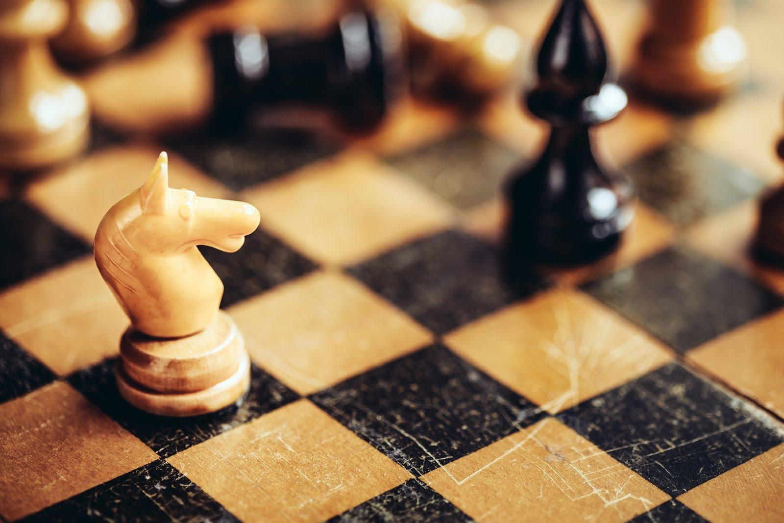 как играть в шахматы видео черными и белыми